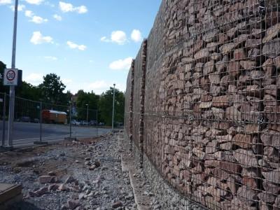 Stuttgart Adolf-Fremd-Weg, Lärmschutzgabionen