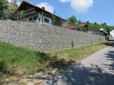 Ortenburg, Böschungssicherung mit Zaunaufbau