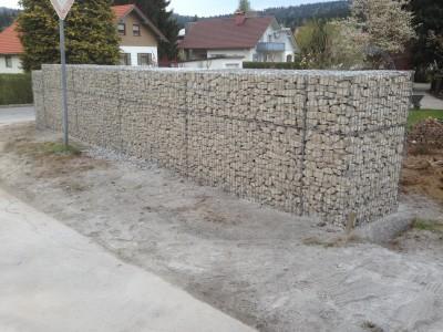 Hohenau, Lärmschutzgabionen
